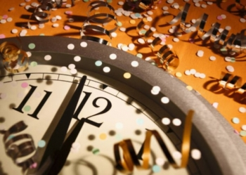 Clock with confetti at midnight